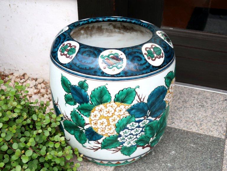 九谷紫陽花文手あぶり / Kutani Small Hibachi Pot with the picture of Hydrangeas