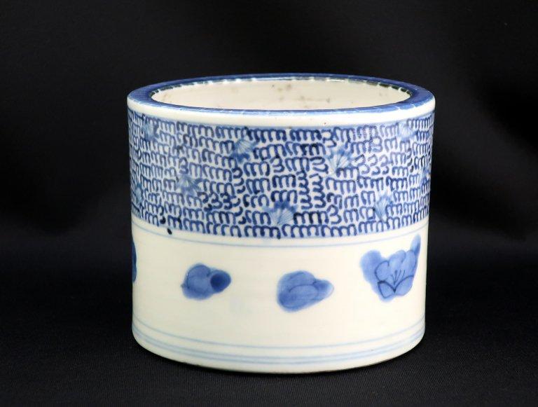 伊万里染付微塵唐草文火入 / Imari Blue & White 'Hiire' Pot