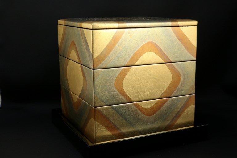 金沢箔三段重 / Lacquered Food Boxes with Gold Leaf