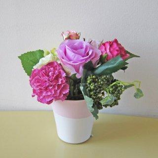 光触媒アートフラワーアレンジメント【アドゥスィール】カップの中に薔薇とカーネーションを。