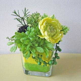 光触媒アートフラワーアレンジメント【デファ】ガラスの花器にカラーサンドを入れた、高級アートフラワー使ったアレンジです