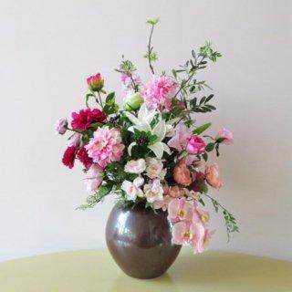 光触媒アートフラワーアレンジメント【ドネ(九谷焼)】リアルな胡蝶蘭、バラ、ピオニーなどを使用したアーティフィシャルフラワー(高級造花)アレンジです。花器は、九谷焼産地サビ釉薬仕上げです