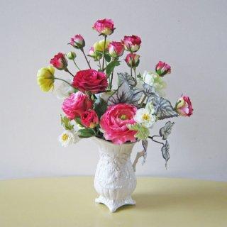 光触媒アートフラワーアレンジメント【テミス】リズミカルに咲くバラがいいですね。