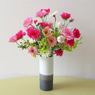 光触媒アートフラワーアレンジメント【ラート】個性的な花器に、ポピーとガーベラを入れてみました。和風感を少し持ちあわせた高級造花インテリアです