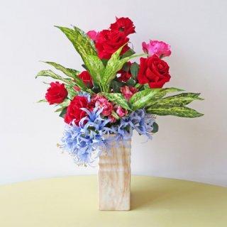 光触媒アートフラワーアレンジメント【オリゾン】真紅のバラ、マーブル調のバラ、そして国内最高級のネリネを使用しました