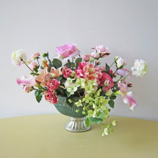 光触媒アートフラワーアレンジメント【アクド】上品な花器に、アーティフィシャルフラワー(高級造花)を入れました