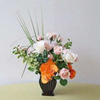光触媒アートフラワーアレンジメント【チチェク】人気のオレンジ色を入れた、オシャレな高級造花アレンジメントです。開院祝いや新築祝いにいかがでしょうか