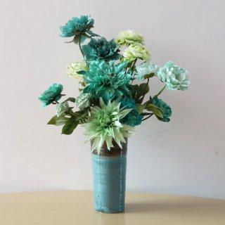 光触媒アートフラワーアレンジメント【カミン】この陶器製花器の色を、「アースブルー」といいます。お花も今年の新色を入れました