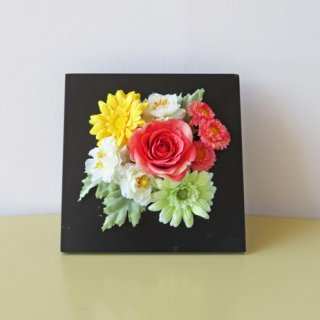 光触媒アートフラワーアレンジメント【プレジャーズ(壁掛け)】一輪の薔薇と小花のフレームアートフラワーです