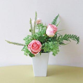 光触媒アートフラワーアレンジメント【クリール】シンプルな花器にグリーンとバラでアレンジしました