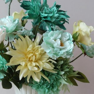 光触媒アートフラワーアレンジメント【メルベイユー】今年からの新展開。「新シリーズ」Blue Green。いよいよ発売です。よりアートな花々を