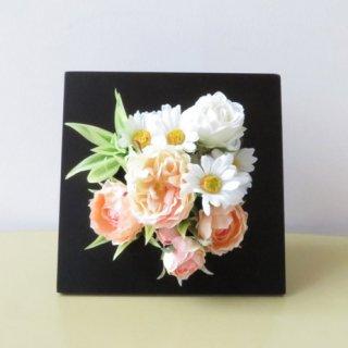 光触媒アートフラワーアレンジメント【ディアプルール(壁掛け)】バラとディージーの壁掛けにもなる、造花フレームです