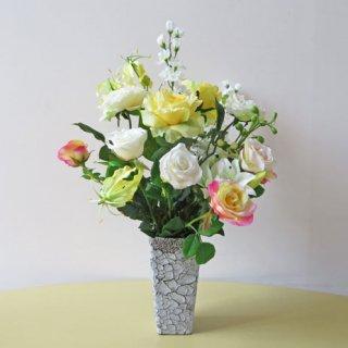 光触媒アートフラワーアレンジメント【アデッソ】個性的な花器に、ビシッと華道の流儀で入れ込みました