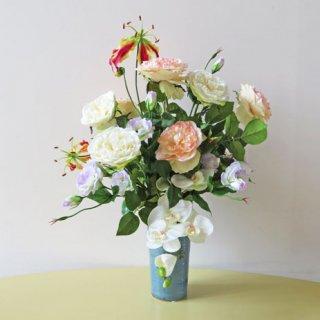 光触媒アートフラワーアレンジメント【センティド】大人しい感じのバラ・胡蝶蘭・グロリオサの上品な造花アレンジメントです