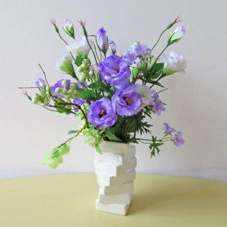 光触媒アートフラワーアレンジメント【メリュジーヌ】トルコキキョウの花言葉は「優美・希望」です