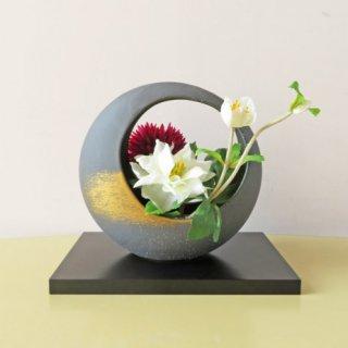 光触媒アートフラワーアレンジメント【レーマン】直径約20センチの和風の丸型のデザイン。ちょこっと置いてみませんか