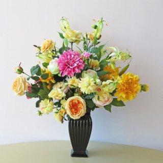 光触媒アートフラワーアレンジメント【コール】イエローが主体なのですが、ワンポイントのダリアもとっても素敵な高級造花アレンジです