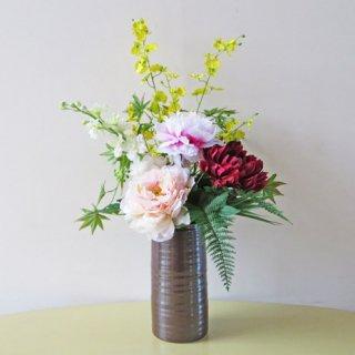 光触媒アートフラワーアレンジメント【パニョ】サビ釉の花器を使った和風のアレンジです