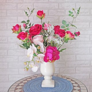 光触媒アートフラワーアレンジメント【ウーティレ】バラと胡蝶蘭のアレンジです
