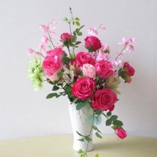 光触媒アートフラワーアレンジメント【フリューゲル】バラとスイートピー。色鮮やかに冴えるビビットカラーです。
