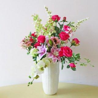 光触媒アートフラワーアレンジメント【エルンスト】華やかなホットピンクのバラがひと際注目を集めそうです。