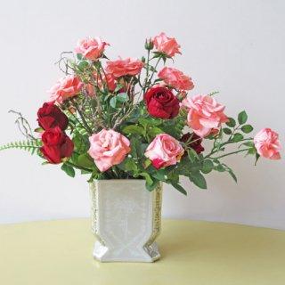 光触媒アートフラワーアレンジメント【クラロ】バラがキレイに咲き誇ります。リッチな気分になるアレンジです。