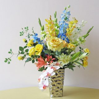 光触媒アートフラワーアレンジメント【ムート】人気のシルバーメタリックの花器を使用しています