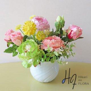 光触媒アートフラワーアレンジメント【ラピド】コロンとまあるい花器に合わせた可愛いアートフラワーアレンジです