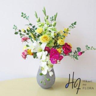 光触媒アートフラワーアレンジメント【ボーテ】個性的な花器に、お花が咲き誇るかのように。