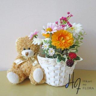 光触媒アートフラワーアレンジメント【カイル】クマちゃんとバスケット、草原の花を集めました。