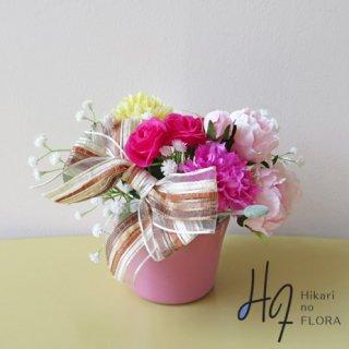 光触媒アートフラワーアレンジメント【ミア】贈り物にいかがでしょうか。小さいけれどオシャレな造花アレンジメントです。