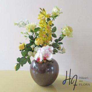 高級造花インテリア【アニータ】イエローが素敵な、空間の和洋問わず飾れる高級造花インテリアです。