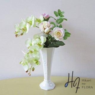 高級アートフラワーアレンジメント【ファティマ】コチョウランとバラの高級造花アレンジです。