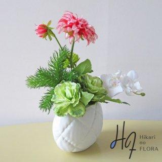 造花アレンジ【オリナ】個性的な花器に、個性的にアレンジしました。