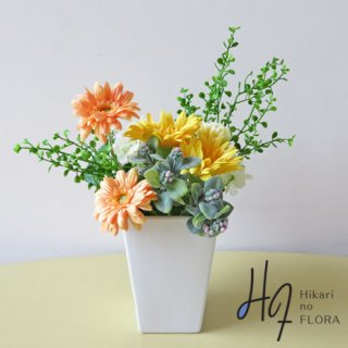 造花アレンジメント【ルーナ】色彩が綺麗なガーベラのアレンジメントです。