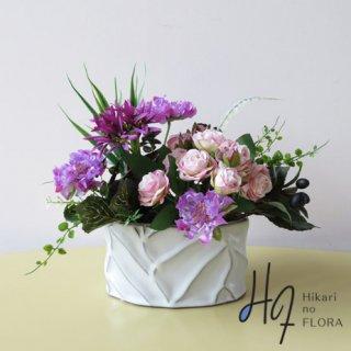 高級造花インテリア【ライリー】スカピオサとローズのアレンジメントです。大人オシャレなアレンジメントです。