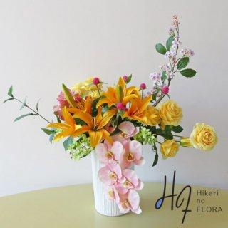 高級アートフラワーアレンジメント【グレース】アート感を少し入れました。花材は、高級造花で埋まっています。