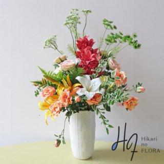 高級造花アレンジメント【ベルデ】伸びたレースフラワーが特徴の素敵な高級造花(アーティフィシャルフラワー)です。