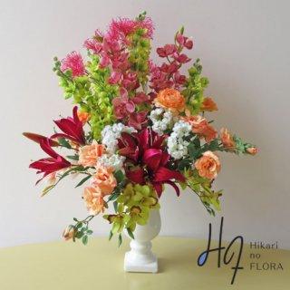 高級造花アレンジメント【グランディール】華やかに艶やかに咲き誇る花々のイメージです。