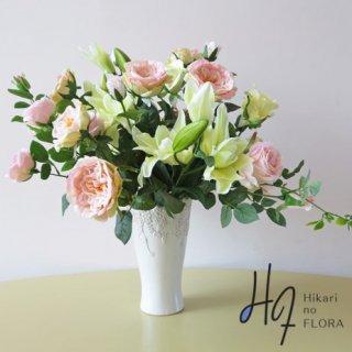 高級造花アレンジメント【アンダル】八重咲リリーとバラの高級造花アレンジメントです。