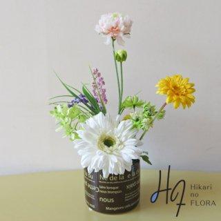 高級造花アレンジメント【アンゴロ】個性的な花器に、ガーベラを入れました。