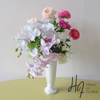高級造花インテリア【ベッラ】リアルではなく、アート感あるコチョウランの高級造花アレンジメントです。