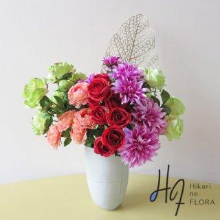 高級造花アレンジメント【ファム】大胆な色彩バランスの高級造花アレンジメントです。空間の主役に躍り出る華やかさです。