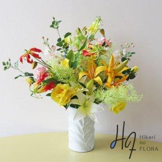 高級造花アレンジメント【フシクダー】イエローとグリーンで明るい空間づくりに最適な、高級造花アレンジメントです。