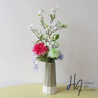 高級造花インテリア【ドッグウッド】西洋ヤマボウシ・枝物とマムを砂を練り込んだ個性的な花器にアレンジした、和洋折衷の高級造花アレンジメント。