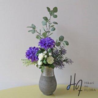 高級造花アレンジメント【ブランシュ】アートなダリアが、圧倒します。高級造花アレンジメントの世界をどうぞ。