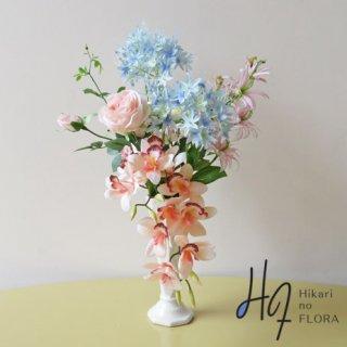 高級造花インテリア【アフィニティ】気分を明るくさせてくれるアレンジメントです。ダイヤモンドリリーそのままの明るさです。