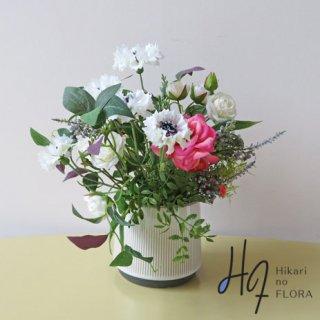 高級造花アレンジメント【メリュージア】ヤグルマギクの可憐な姿が好きです。