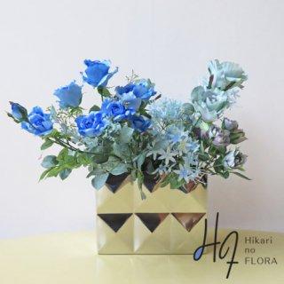 高級造花アレンジメント【ミスモ】ステンレスの花器にブルーローズをアレンジしました。