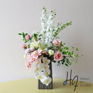 高級造花アレンジメント【オプラ】二本の国内トップクラスの胡蝶蘭が素敵な、高級造花アレンジメントです。